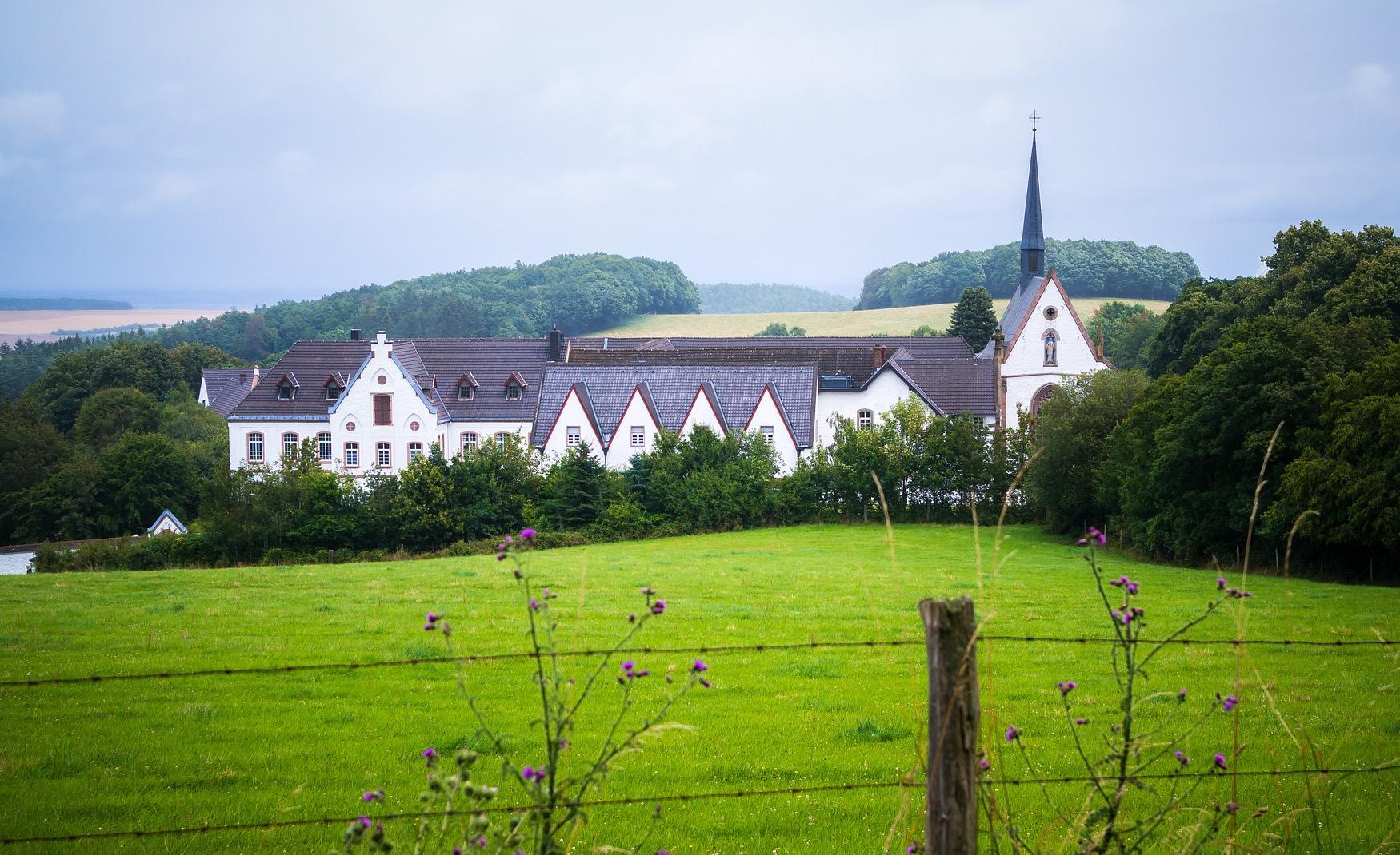 Tagesfahrt zur Wallfahrtskirche St. Salvator in Heimbach, Abtei Mariawald und Pfarrkirche St. Dionysius in Heimbach-Vlatten