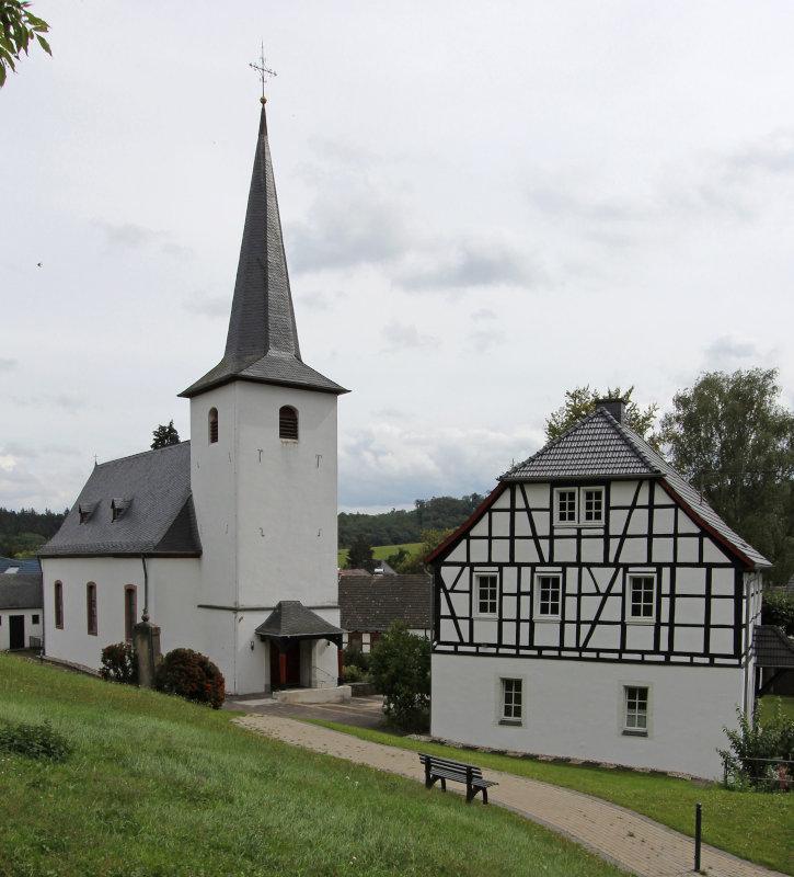 Rheinbach: Kirche im OT Neukirchen