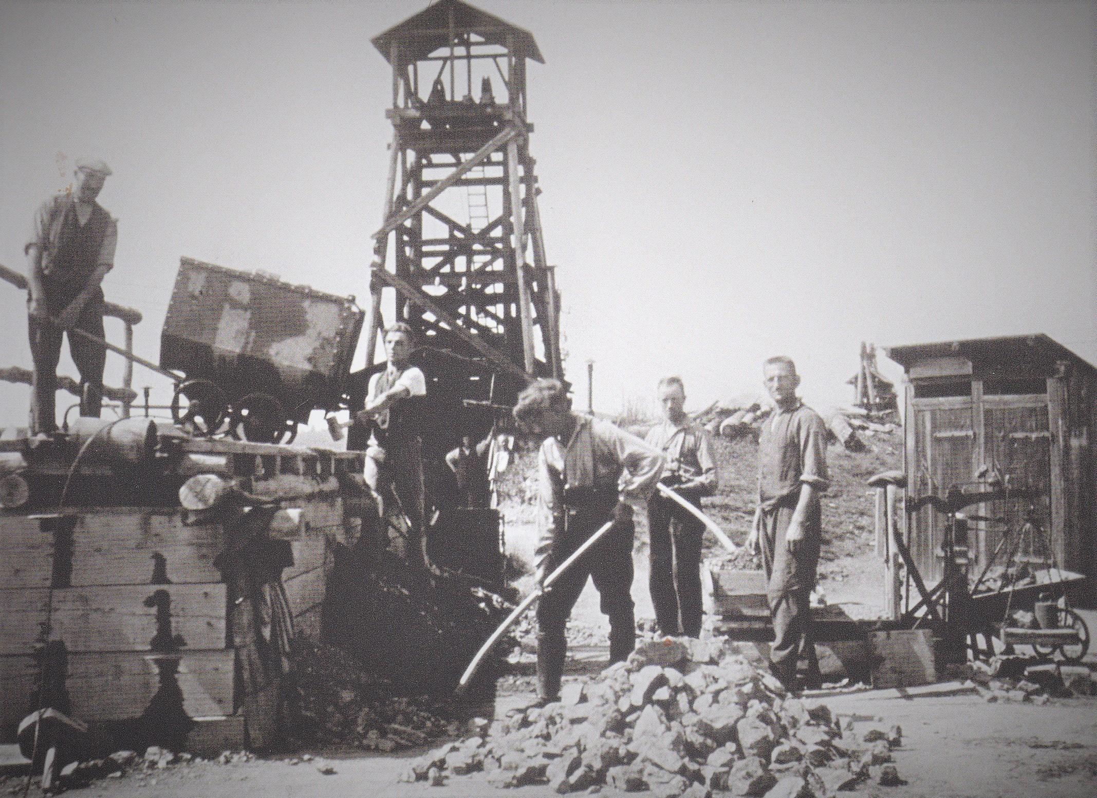 Volker Reppke, Friedrich Knauer, Andreas Schmickler:Bergbau in der Mutscheid (Eifel) – Die Grube Glücksthal, Eigenverlag 2018